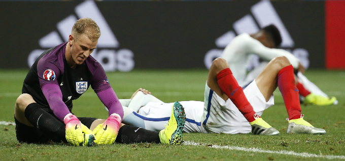 Englands Joe Hart (in purple) looks dejected after the game with Iceland. Photo by Reuters/Yves Herman Livepic
