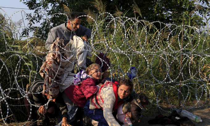 Half Europeans fear, resent refugees