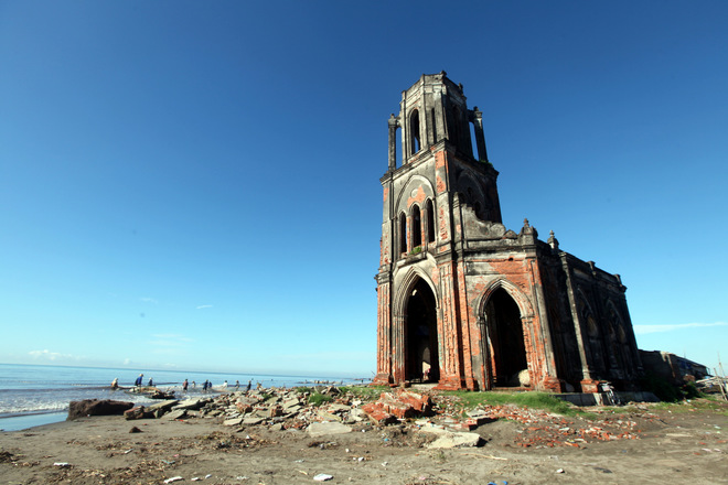 collapsed-church-and-pristine-sea-where-camera-freak-cannot-miss-2