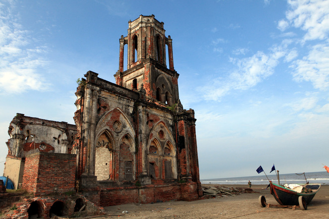 Though alone and stoic as it seems, the church used to be part of a complex of churches built on this very beach