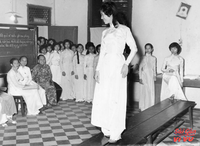 retro-throwback-in-the-waspy-waist-ao-dai-9