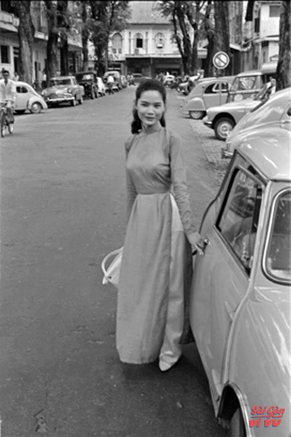 retro-throwback-in-the-waspy-waist-ao-dai-25