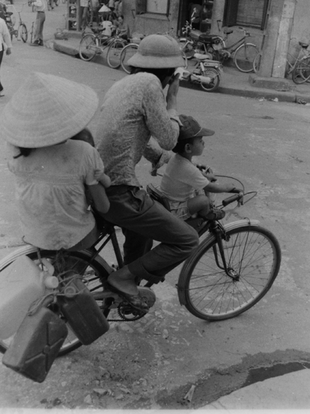 rolling-back-the-years-old-hanoi-by-bicycle-12