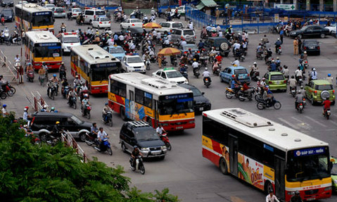 Hanoi passengers turn their backs on buses as personal vehicles rise