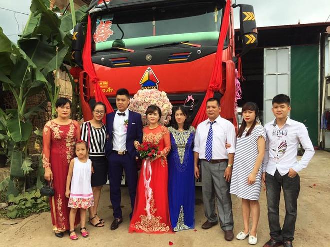 groom-uses-cargo-trucks-as-wedding-car-4