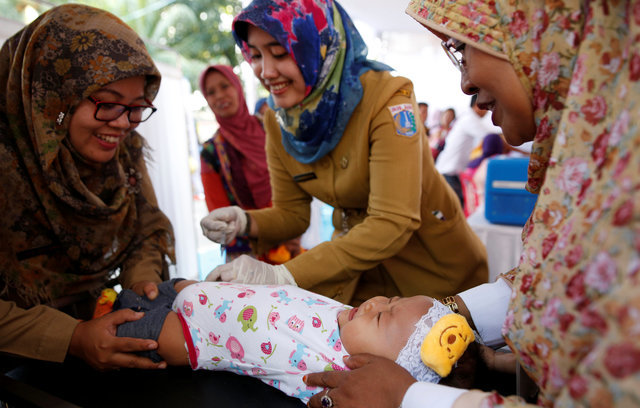 Indonesia begins re-vaccinating victims of fake drug ring
