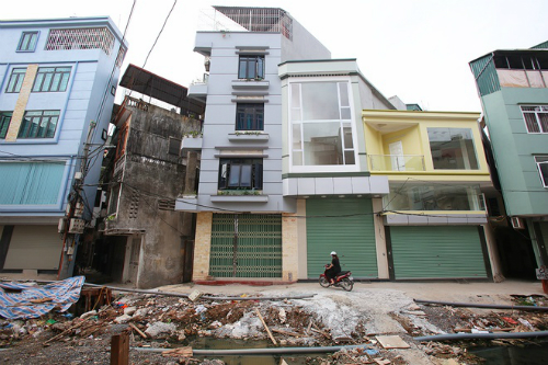super-thin-houses-shoot-up-like-bamboo-all-over-hanoi-2