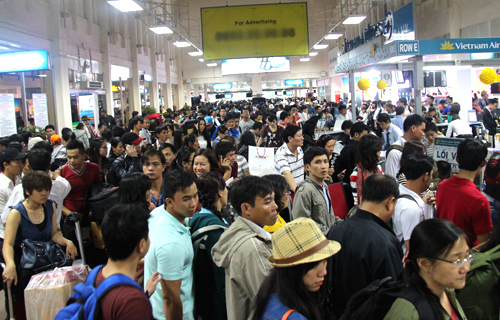 Flight delays, cancellations show no sign of letup in Vietnam