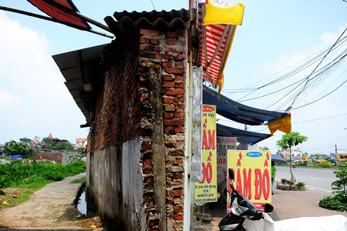 super-thin-houses-shoot-up-like-bamboo-all-over-hanoi-1
