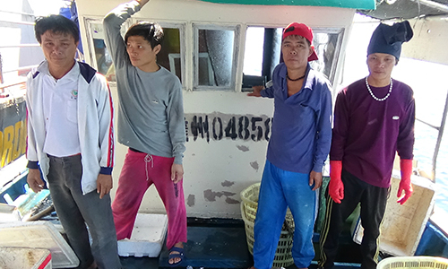 Vietnam Coast Guard chases down illegal Chinese fishing vessels