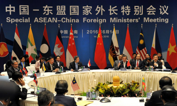 Chinese Foreign Minister Wang Yi (3rd R) and foreign ministers from ASEAN-member nations attend a special ASEAN-China foreign ministers meeting in Yuxi, southwest Chinas Yunnan Province on June 14, 2016. Photo by AFP.
