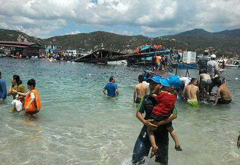 2 dead after floating restaurant collapse in southern Vietnam
