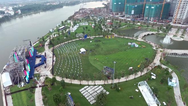 saigon-opens-its-biggest-ever-riverside-park