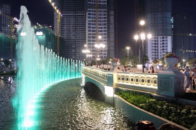 saigon-opens-its-biggest-ever-riverside-park-8