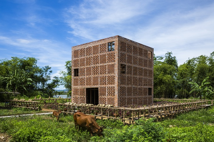 The project is a cubed-shape building that measures 7m x 7m x 7m.