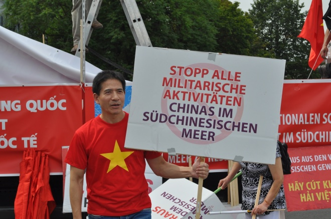 vietnamese-in-germany-demand-china-respect-hague-ruling-2