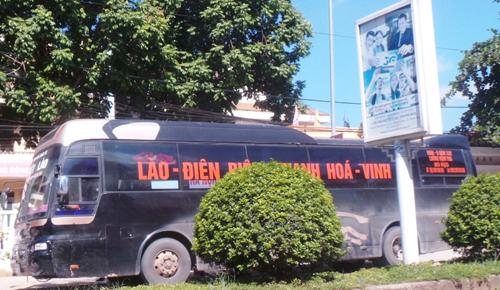 vietnam-police-seize-40-kilos-of-bear-paws-on-lao-coach
