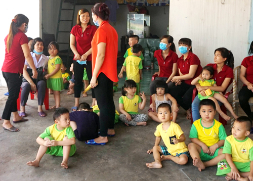 300-kindergarten-children-flee-factory-inferno-in-southern-vietnam