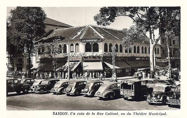 SAIGON - UN COIN DE LA RUE CATINAT VUE DU THÉÂTRE MUNICIPAL