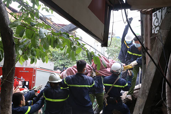 2-dead-after-3-storey-colonial-house-collapses-in-hanoi