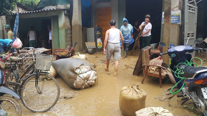 home-damaged-street-submerged-as-flash-floods-hit-mountainous-province-2