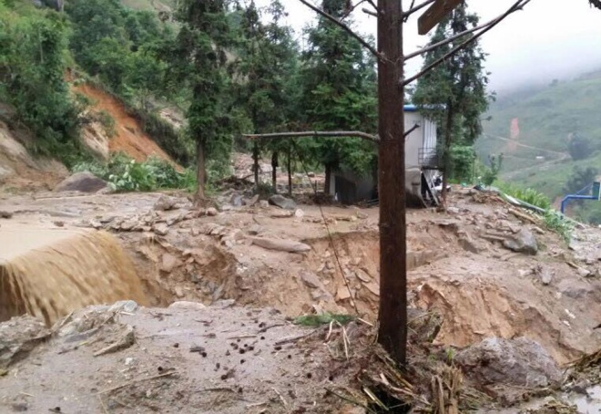 home-damaged-street-submerged-as-flash-floods-hit-mountainous-province-3