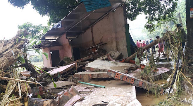 home-damaged-street-submerged-as-flash-floods-hit-mountainous-province-6