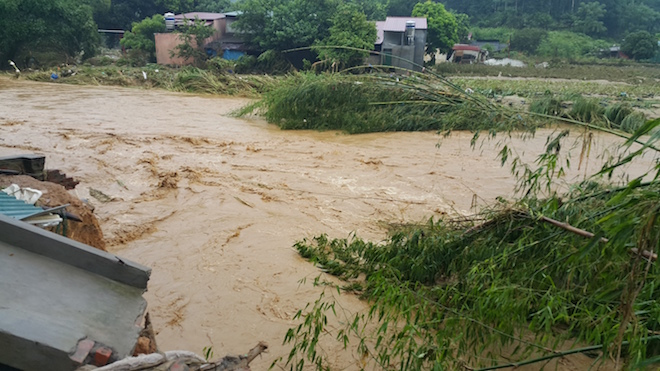 home-damaged-street-submerged-as-flash-floods-hit-mountainous-province-7