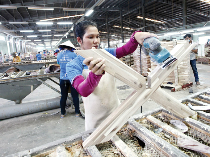 vietnamese-wood-enterprises-forced-to-branch-out-overseas