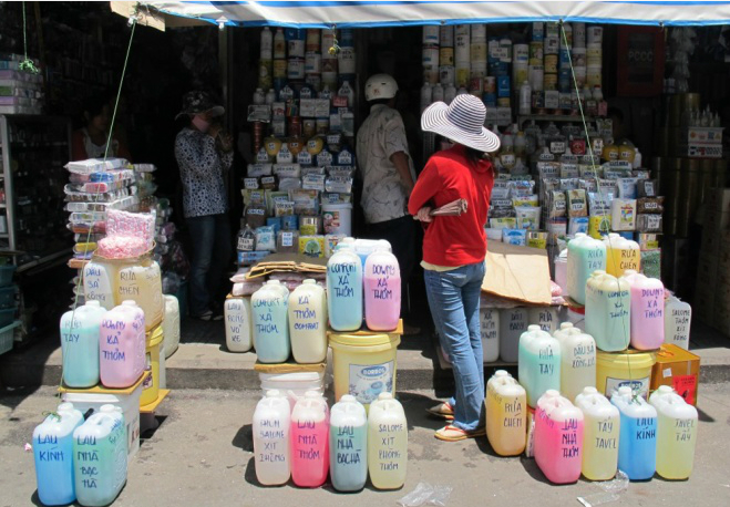 50-year-old-market-dices-with-death-in-central-saigon-1
