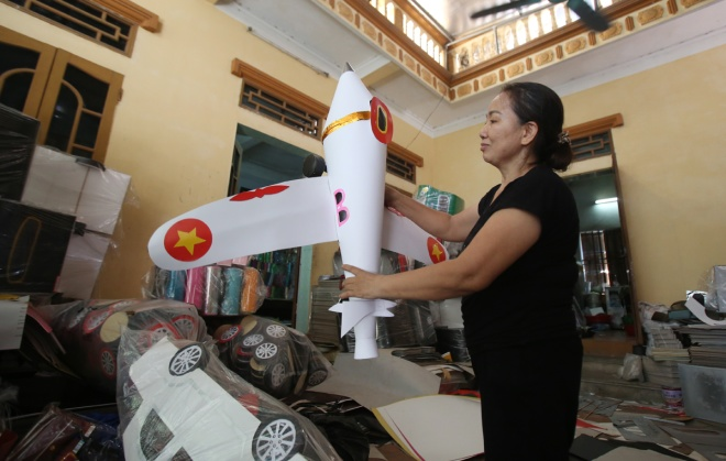 vietnamese-burn-private-jets-fancy-cars-and-villas-for-their-ancestors-2