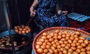 Hanoi's 'Tour de Snack'