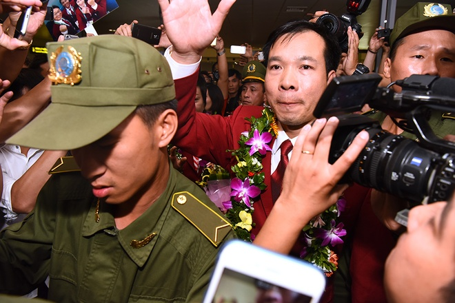 jubilance-as-vietnamese-welcome-history-making-olympic-champion-home-1