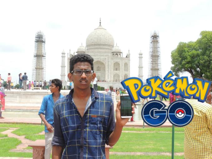 Indian hunts Pokemon near the Taj Mahal. Photo from Youtube