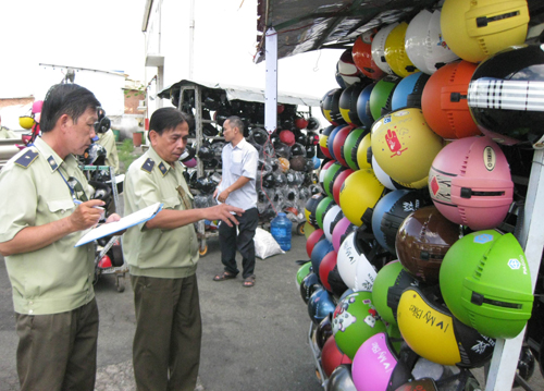 saigon-proposes-fines-for-people-wearing-fake-helmets