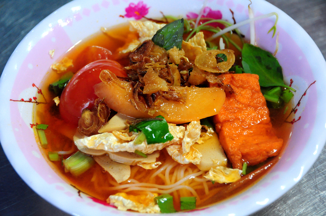 hold-the-meat-saigon-veggie-market-takes-root-for-parents-festival-12