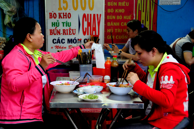 hold-the-meat-saigon-veggie-market-takes-root-for-parents-festival-1