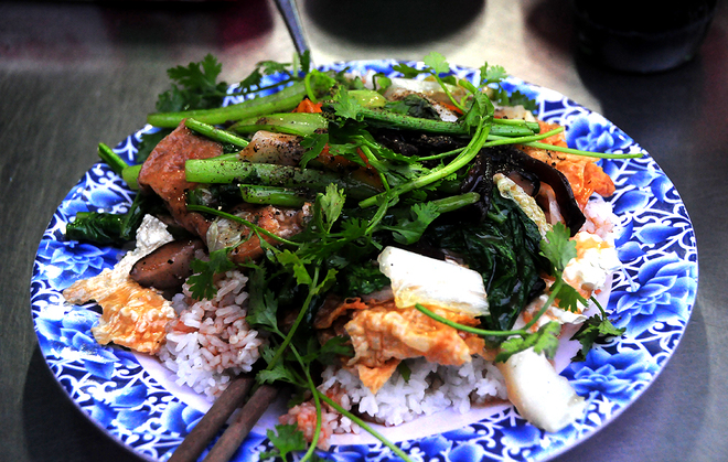 hold-the-meat-saigon-veggie-market-takes-root-for-parents-festival-7