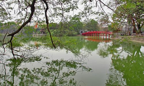 Hanoi mulls banning vehicles around legendary lake