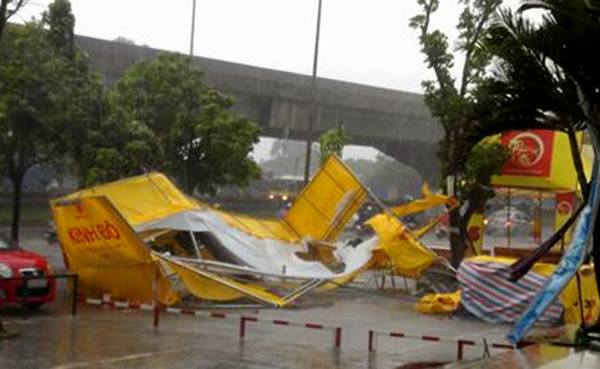 typhoon-dianmu-leaves-path-of-destruction-in-northern-vietnam-1