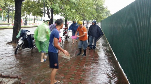 silver-linings-hanoians-go-fishing-in-the-streets-after-typhoon-dianmu