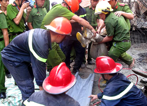 Scaffold collapse kills 1, injures 7 in central Vietnam