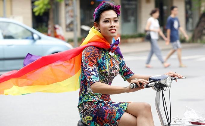 US ambassador joins LGBT pride parade in Hanoi - VnExpress International