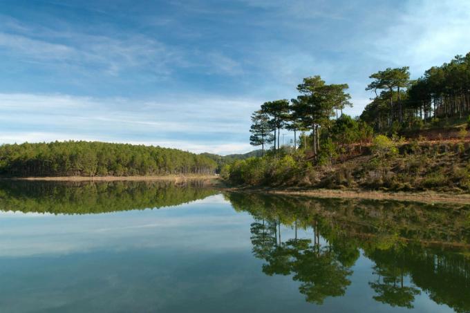 vietnams-most-beautiful-lakes-4