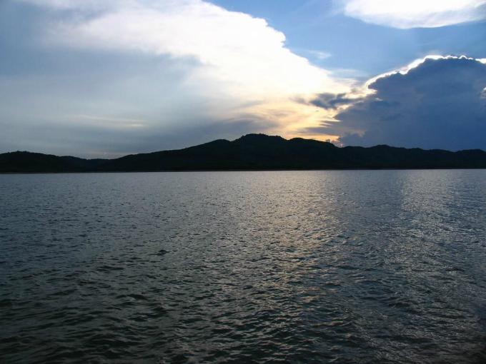 vietnams-most-beautiful-lakes-3