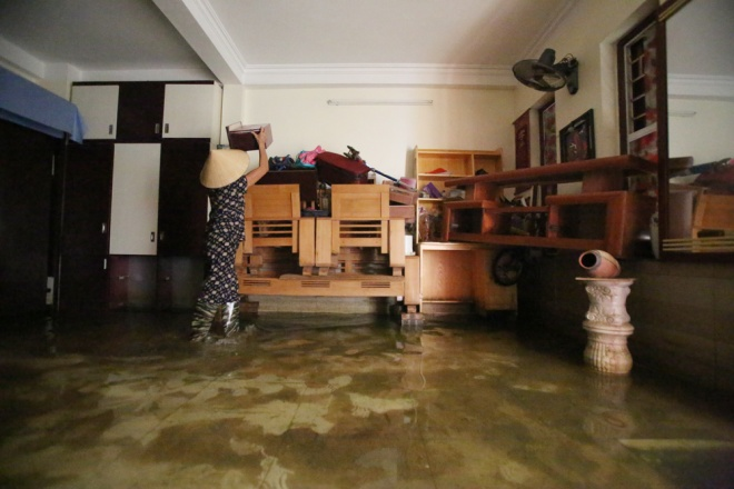 hanoi-houses-still-drowned-in-water-after-typhoon-1