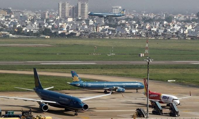 Laser beams continue to threaten Vietnam's aviation safety