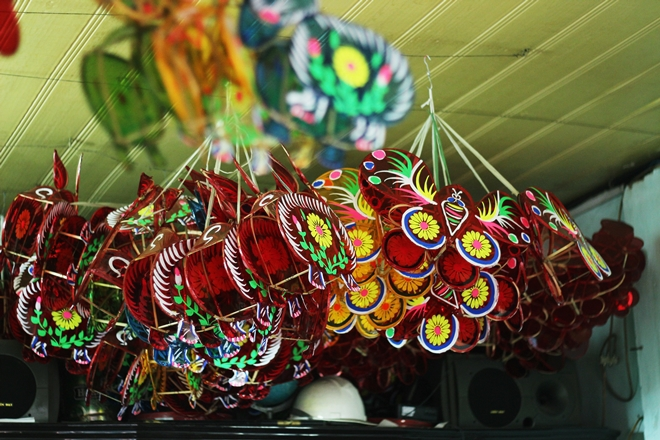 glass-paper-lanterns-reborn-in-saigon-7