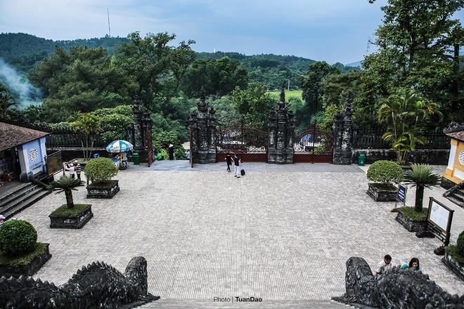 east-meets-west-at-vietnamese-emperors-tomb