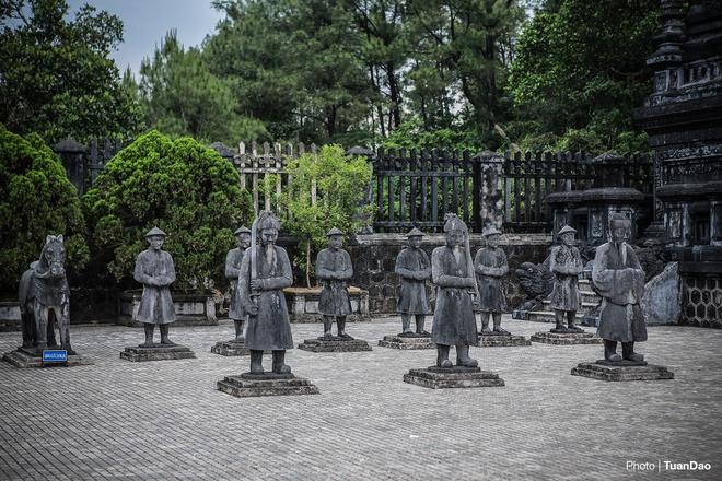 east-meets-west-at-vietnamese-emperors-tomb-2
